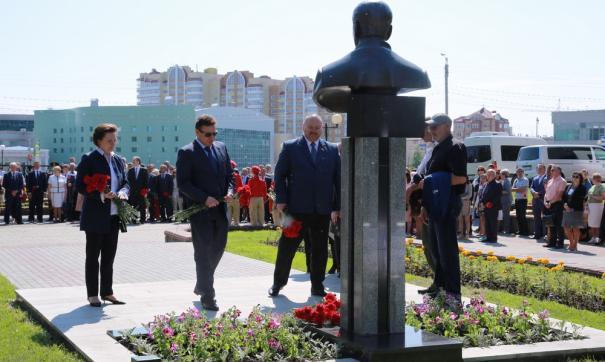 Участники церемонии вспоминали Владимира Петухова как открытого, прямого человека