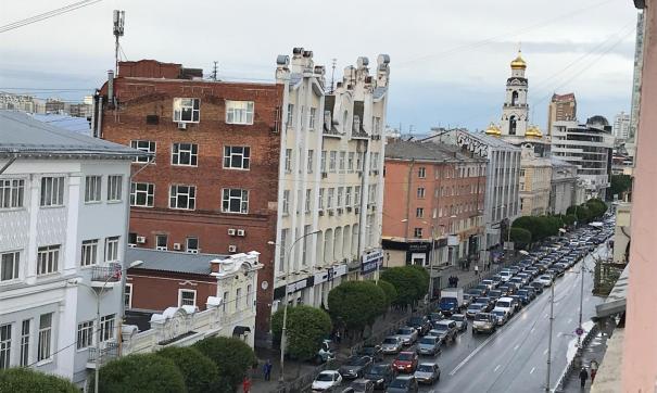 Екатеринбург встал в самые большие пробки из-за фанатов изФранции иПеру
