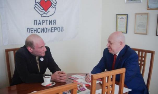 Сергей Гонюхов (справа)