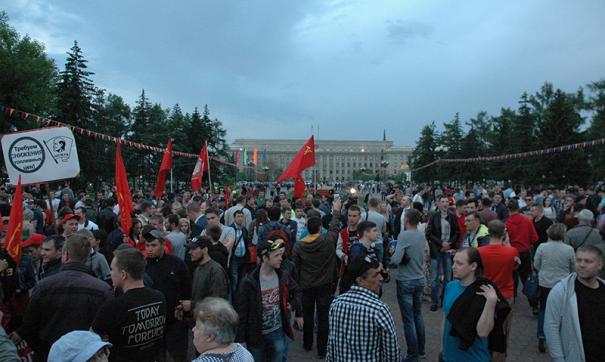 В Иркутске митинг против роста цен на топливо собрал около 500 человек