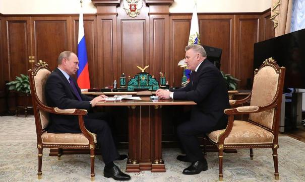 Путин обсудил повышение зарплат учителям и врачам
