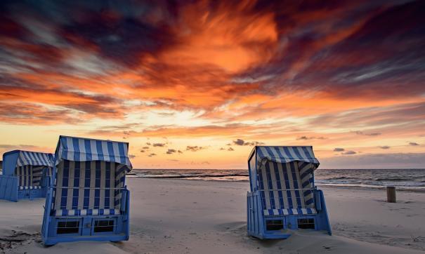 В США загоравшую на пляже британку проткнул зонт