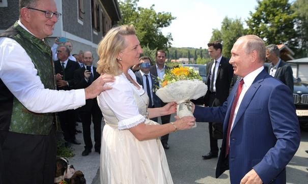 Это, пожалуй, первый случай, когда главу российского государства мир увидел по-новому