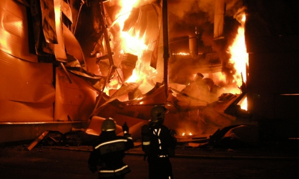 Один человек погиб при пожаре в многоэтажном доме в Саратове