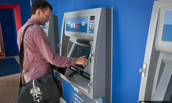 Сберегательный банк подсчитал, сколько валюты жители России сняли со собственных счетов