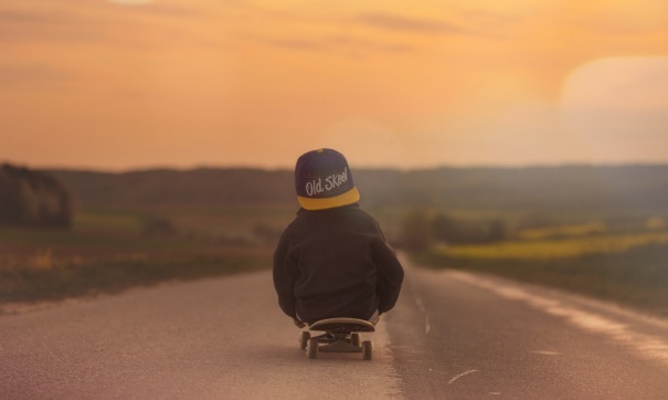 скейтборд с мальчиком