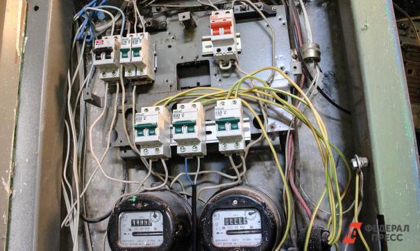 Должников вынуждают платить по счетам, угрожая отключением электричества.