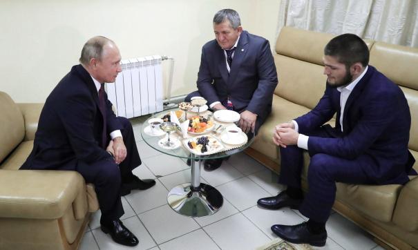 Путин попросил отца Нурмагомедова строго не наказывать сына за драку после боя с Макгрегором