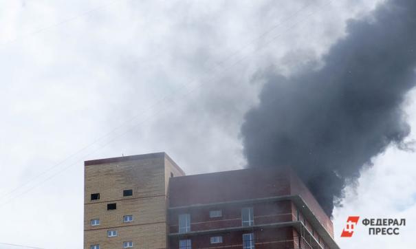 Более 100 человек эвакуировано из горящего дома в Екатеринбурге