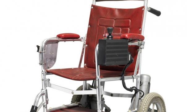 Кресло-коляска Стивена Хокинга ушла с молотка