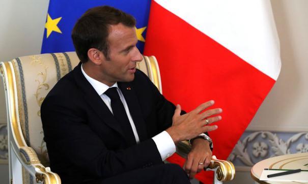 Макрон отправил премьер-министра на баррикады к протестующим в Париже