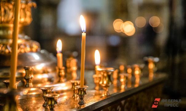 Радикалы, угрожая священникам, ворвались в храм