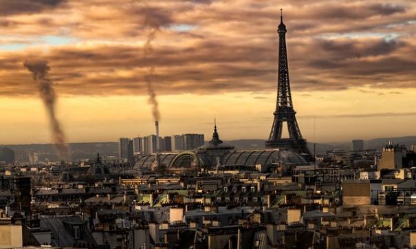 Премьер и глава МВД Франции прибыли на место взрыва в Париже