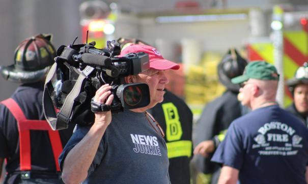 Манифестанты напали на СМИ, рассказывавшее об их протестах