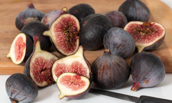 Под Петербургом четырехлетняя малышка поела экзотические фрукты и умерла