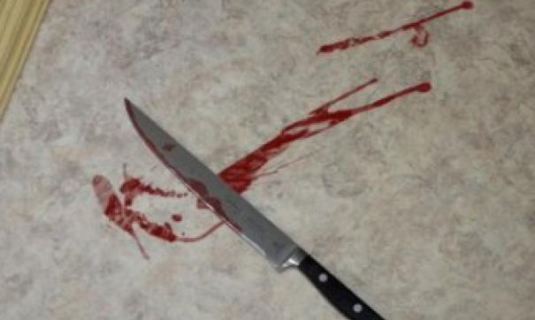 Экс-чиновницу и ее мужа изрезали кухонными ножами.