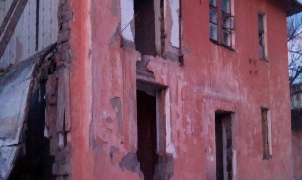 В Троицке рухнул дом, жителей которого планировали расселить в 2023 году
