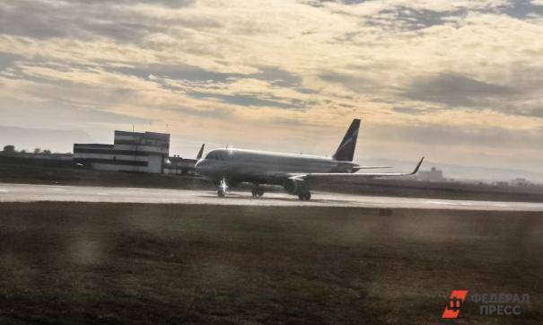 Самолет разбился при посадке