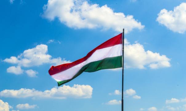 Премьер Венгрии выступил против политики давления США на РФ