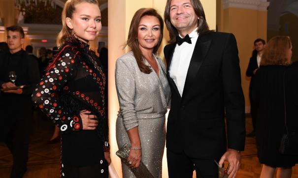 18-летняя Стефания Маликова (слева) мечтала о семье и детях