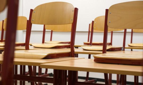 В кабинетах школы по словам родителей юных омичей довольно холодно