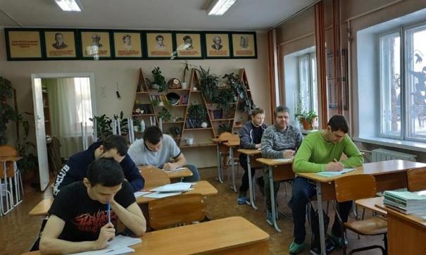 У взрослых учеников все как у всех: и домашние задания, и ЕГЭ