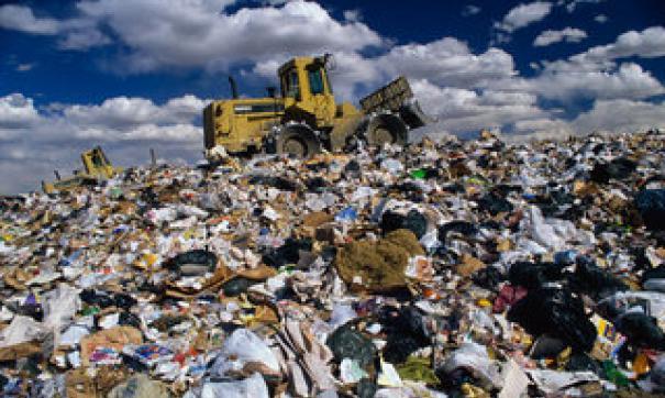 Отставание от графика по вывозу мусора и сейчас доходит до пяти дней