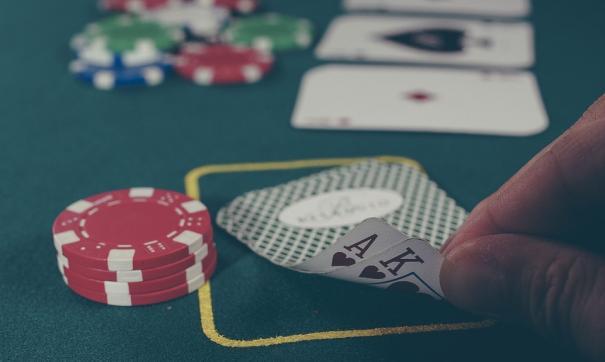 Елена Турлина: «Если не дадут играть в азартные игры,то он пойдет пить водку».