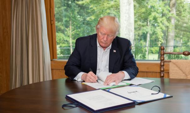 Дональд Трамп является поклонником гольфа и обладателем более дюжины полей для игры