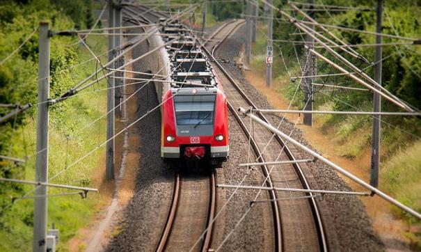 В Индии погибли шесть человек при сходе поезда с рельсов
