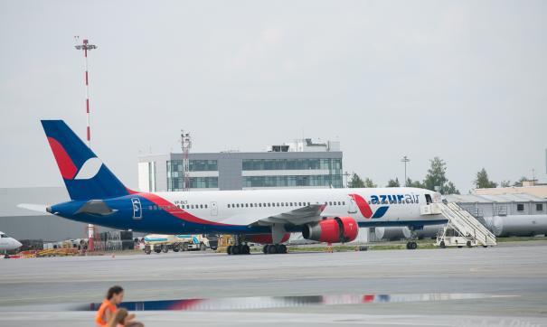 Самолет Azur находился на стоянке в момент столкновения
