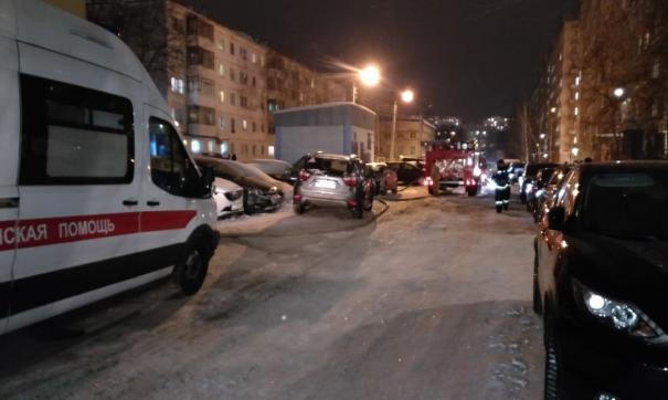 Житель горящего дома скончался прямо возле машины скорой