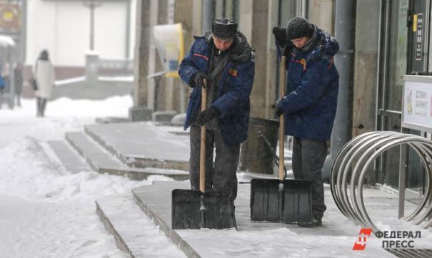 Вместо физкультуры девятиклассники убирали снег