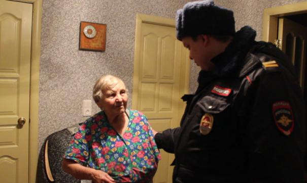 Полицейский спас пенсионерку
