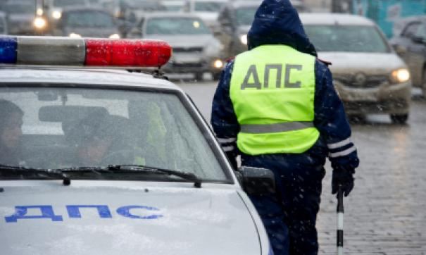 В Москве на бульваре упал подъемный кран