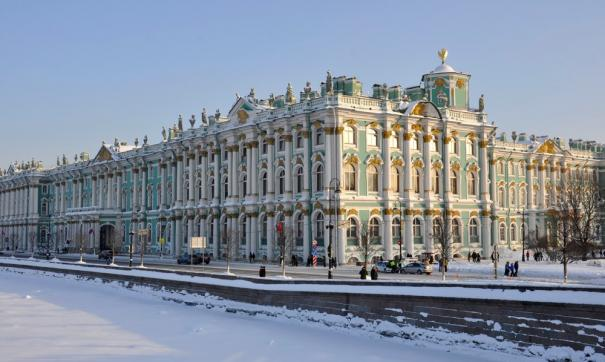 В Петербурге эвакуируют посетителей Эрмитажа