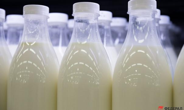 В ленинградской школе детям дали молоко с коричневыми сгустками
