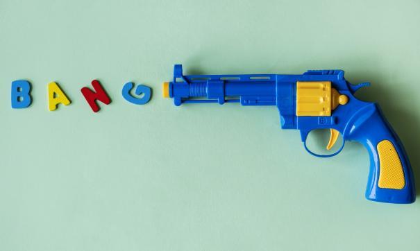 Разбойник из Петербурга при помощи игрушечного пистолета совершил два преступления