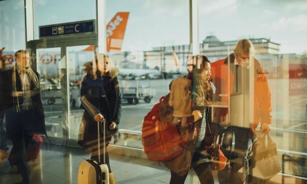 Летевший в Москву самолет совершил аварийную посадку в Пулково