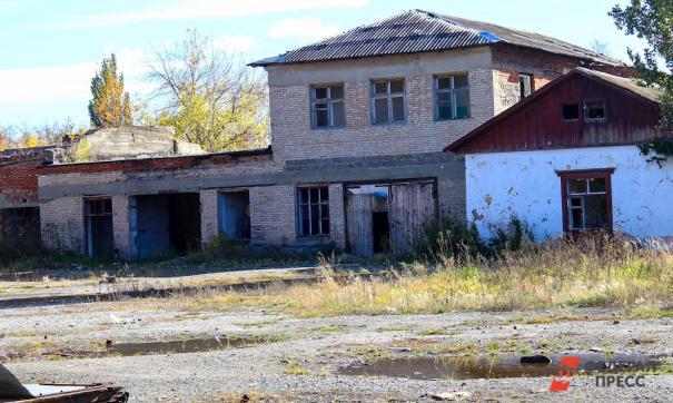 В гибели ребенка в канализационной яме обвиняют директора ДК Новгородской области