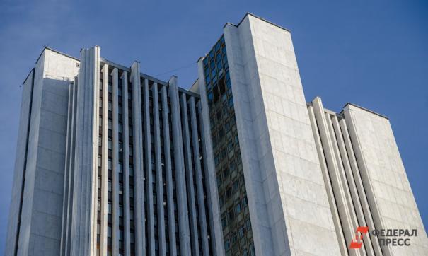В Петербурге четырехлетняя девочка выжила после падения с 4 этажа