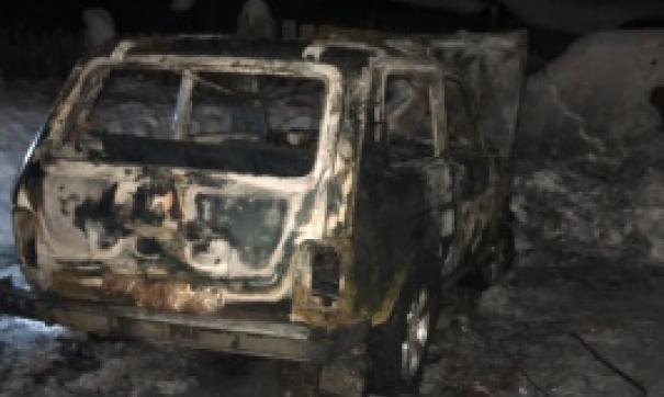 Мужчина сгорел внутри автомобиля.