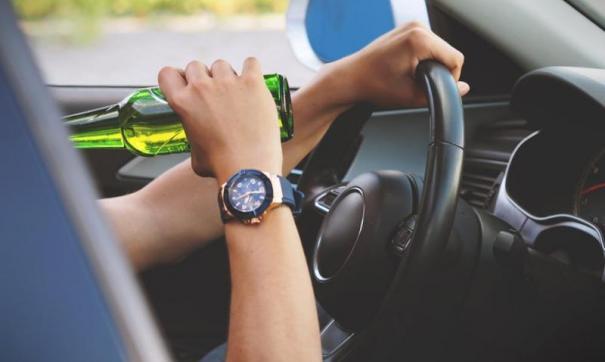 Чиновницу осудили за повторную пьяную езду на авто.
