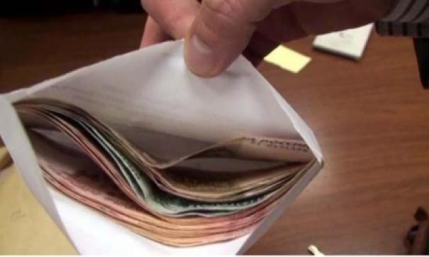 Сумма взятки составила 450 тысяч рублей.