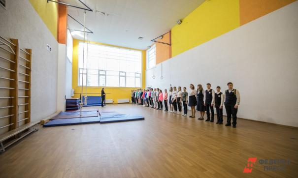 Ученики одной из школ Якутии получают знания в автомастерской и спортзале