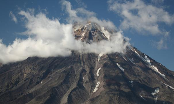 На Камчатке из-за выброса вулканом столба пепла объявлен «оранжевый» код опасности для авиации