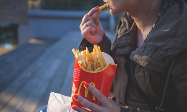 Ученые: нездоровая пища увеличивает риск психических расстройств