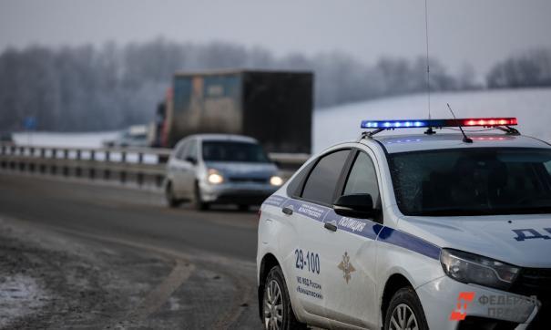 Столкнулись три грузовых автомобиля и легковушка.