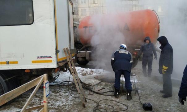 Специалисты приступят к устранению коммунальной аварии, промоют и прочистят коллектор