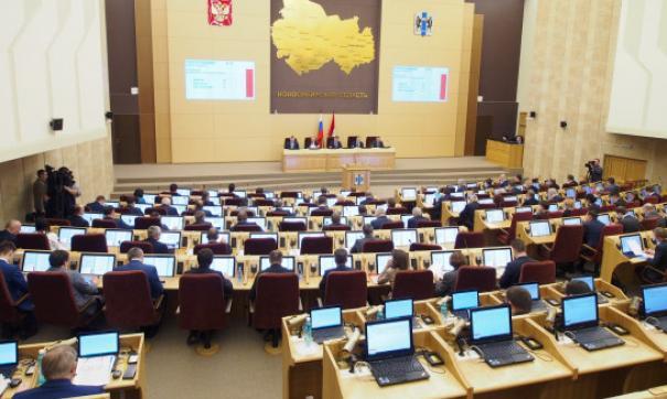 Губернатор Новосибирской области представил депутатам заксобрания доклад деятельности правительства за прошлый год